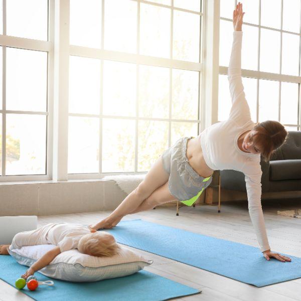 Yoga a casa: 5 oggetti che non possono mancare