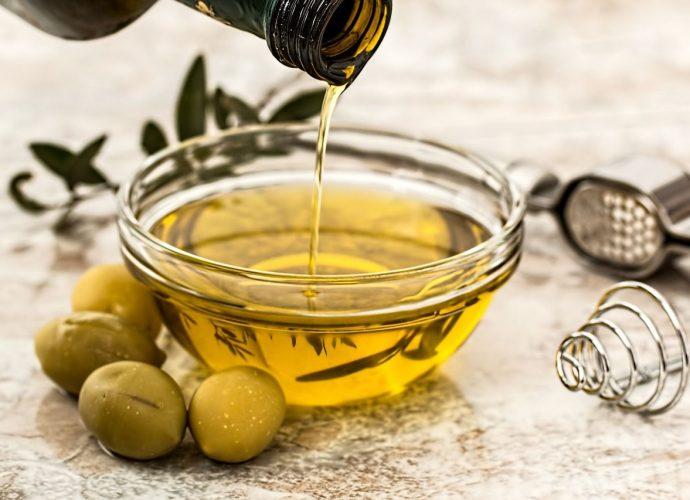 Olio extra vergine di oliva in cambio di olio esausto vegetale: ecco cosa succede a Bacoli